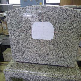 石塔への一文字彫り。