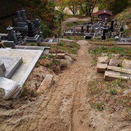 難所墓地での石積みおよびコンクリート打設工事。