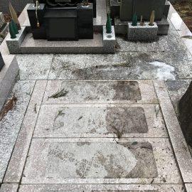 杉林に囲まれたお墓は汚れやすいです(^_^;)