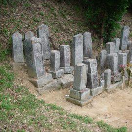 御先祖様の石塔群をまとめるぅ~。