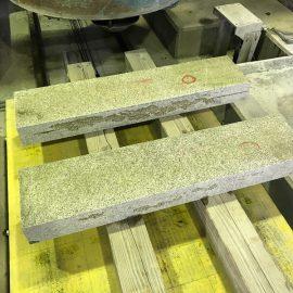 撤去してきた石材の再加工を始めました。