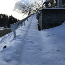 一回のドカッとした積雪がしばらく石屋を悩ます。